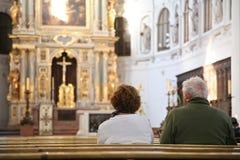 Besucher in der Kathedrale Stockbild