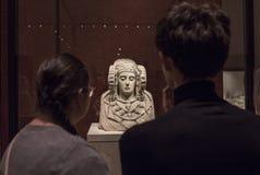 Besucher, die Dame von Elche-Fehlschlag beobachtend Lizenzfreies Stockbild
