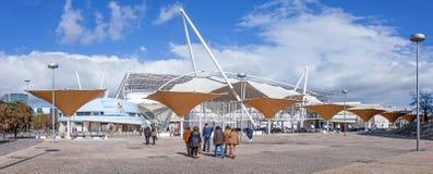 Besucher, die zu einer Ausstellung in FIL (Feira Internacional De Lissabon/internationale, gehen Messe von Lissabon) Lizenzfreies Stockbild