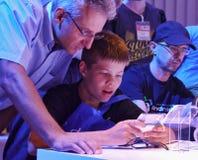 Besucher erhalten mit neuen Technologien auf dem IFA-Verbraucher electonics 2011 und der Gerätehandelsmesse bekannt Stockbild