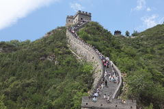 Besucher geht auf die Chinesische Mauer an Lizenzfreies Stockbild