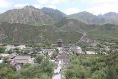 Besucher geht auf die Chinesische Mauer an Lizenzfreies Stockfoto