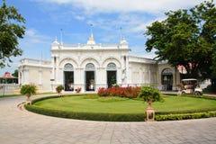 Besucher im Knall-Pra im Palast, Ayutthaya, Thailand Stockfotografie