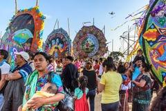 Besucher am riesigen Drachenfestival, der Allerheiligen, Guatemala Stockbild
