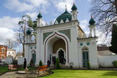 Besucher am Schah Jehan Mosque, Woking Lizenzfreie Stockfotografie
