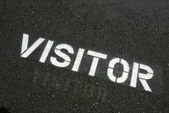 Besucherzeichen auf Plasterung Stockfoto