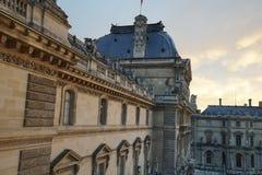Besudeln Sie Flügel des Louvre-Museums an der Dämmerung Lizenzfreie Stockbilder