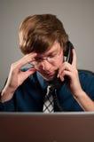 Besvärad affärsman på telefonen Arkivbilder