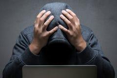 Besviken en hacker royaltyfri foto