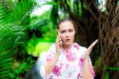 Besviken härlig kvinna för stående Attraktiv härlig flicka royaltyfria bilder