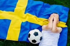 Besviket Sverige medborgarefotbollslag royaltyfri foto
