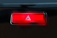 Betätigter roter warnender Knopf mit Dreieckpiktogramm und Blitzgeberli Stockbilder