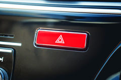 Betätigter roter warnender Knopf mit Dreieckpiktogramm und Blitzgeberli Lizenzfreie Stockfotos