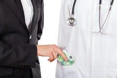 Betala för medicinsk service Arkivbilder