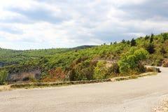 Betalar du Luberon i söderna av Frankrike Arkivfoton