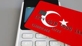 Betaling of POS terminal met creditcard die vlag van Turkije kenmerken Turks kleinhandelshandel of bankwezen conceptueel systeem Royalty-vrije Stock Foto