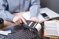 Betalingsterminal in het bureau Royalty-vrije Stock Afbeeldingen