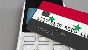 Betalning eller pos.-terminal med kreditkorten som presenterar flaggan av Syrien Återförsäljnings- kommers eller banksystem begre Fotografering för Bildbyråer