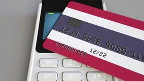 Betalning eller pos.-terminal med kreditkorten som presenterar flaggan av Thailand Begreppsmässiga thailändsk återförsäljnings- k Royaltyfri Foto