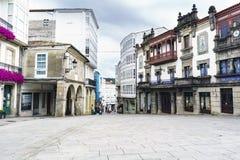 Betanzos Galicia, Spanien Juli 30, 2017: Gata med stengolvet Arkivfoton