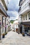 Betanzos Galicia, Spanien Juli 30th, 2017: Intelligens för kommersiell gata Fotografering för Bildbyråer