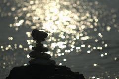 Betegelde rotsen met het shimering van licht in backdround Stock Afbeelding