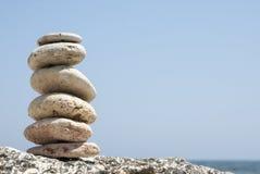 Betegelde stenen door de kust van de Zwarte Zee Stock Fotografie