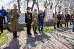 Beteiligter Jugendstand im Schutz der Ehre in Victory Memorial während der Feier von Victory Day lizenzfreies stockbild