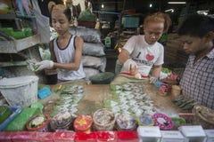 BETEL LEAFES DEL MERCADO DE ASIA MYANMAR RANGÚN Foto de archivo