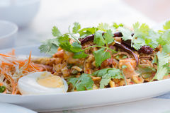 Betel Yum - καρύδια στα άσπρα ταϊλανδικά τρόφιμα πιάτων Στοκ εικόνες με δικαίωμα ελεύθερης χρήσης