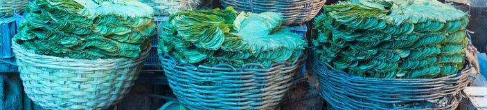 Betelblattstapel in einem indischen Markt Lizenzfreie Stockfotografie