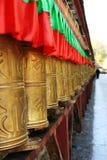 Beten Sie dreht innen Tibet Stockbild