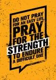 Beten Sie nicht für ein einfaches Leben, beten, damit die Stärke ein schwieriges aushält Anspornendes kreatives Motivations-Zitat Stockfoto