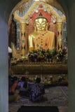 Betende Buddhisten Lizenzfreie Stockbilder