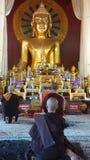 Betende Mönche Stockbilder