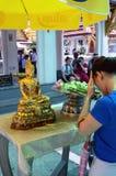 Betendes Buddisht, Wat Phra Kaew Lizenzfreie Stockbilder