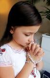 Betendes kleines Mädchen Lizenzfreies Stockfoto