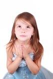 Betendes nettes Kind in einem schönen blauen Kleid Lizenzfreie Stockfotos