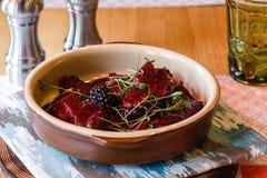 Beterrabas cozidas, salada da beterraba, amoras-pretas Foto de Stock Royalty Free