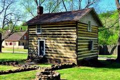 Bethabara, NC: Fachwerk Log Cabin Stock Images