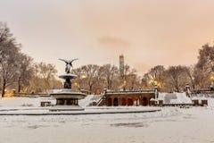 Bethesda Fountain dans le Central Park New York après tempête de neige Photo stock