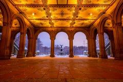 Bethesda Fountain dans le Central Park New York après tempête de neige Images stock