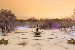 Bethesda Fountain i Central Park New York efter snöstorm arkivbild