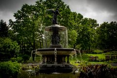 Bethesda Fountain par temps sombre photographie stock libre de droits
