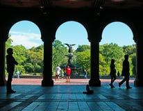 Bethesda springbrunn, lägre passage, ängel, Central Park, grön lunga, terrass, New York City Royaltyfri Bild