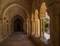 BETHLEHEM, ISRAËL - JULI 12, 2015: De gotische gang van atrium Stock Afbeeldingen