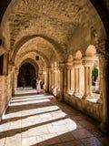 BETHLEHEM, ISRAEL - 12 DE JULHO DE 2015: O corredor gótico do vestíbulo Foto de Stock Royalty Free
