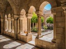 BETHLEHEM, ISRAEL - 12 DE JULHO DE 2015: O corredor gótico do vestíbulo Foto de Stock