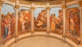 Bethlehem - os relevos com as cenas da vida da Virgem Maria no altar da gruta do leite fotografia de stock
