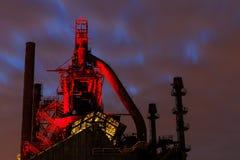 Bethlehem Steel buntar på skymning, med ljus på Arkivbild